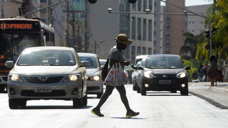 Governo disponibiliza 3 mil vagas para CNH Social; carros na rua