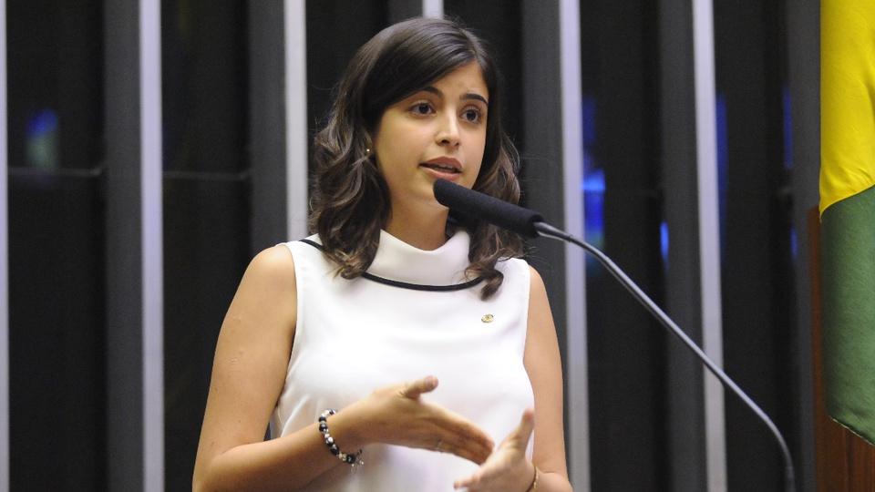 Governo não promoveu ações para a educação inclusiva: deputada Tabata Amaral em pronunciamento