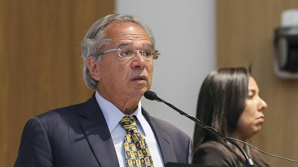 Programa com estágio remunerado para informais: Paulo Guedes em pronunciamento