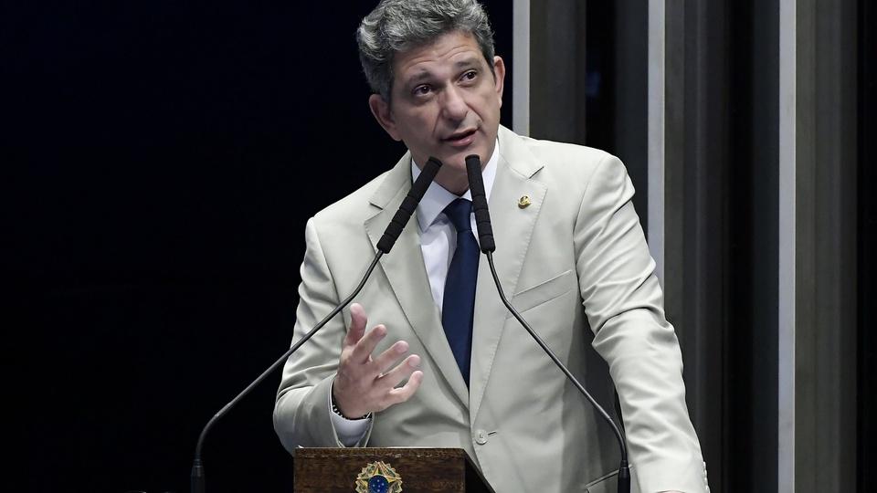 Visão monocular como deficiência: parlamentar Rogério Carvalho em pronunciamento