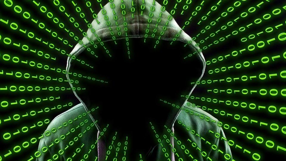 Hackers estavam provocando instabilidade no Caixa Tem, silhueta de um hacker