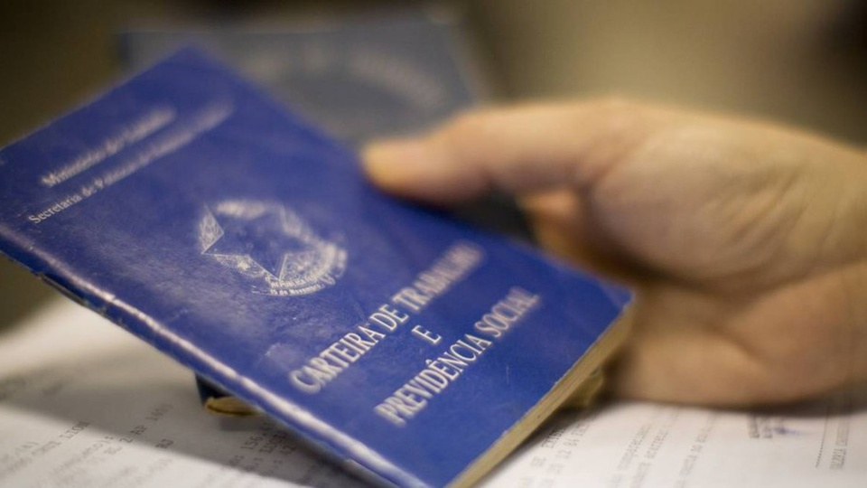 IBGE: 20 estados batem recorde de desemprego, carteira de trabalho