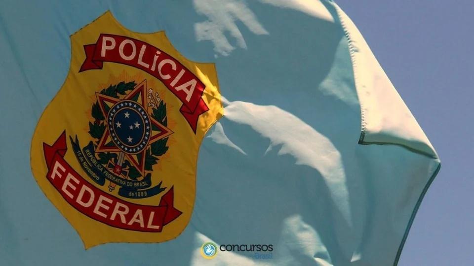 Inscrições do concurso Polícia Federal: bandeira com brasão da Polícia Federal