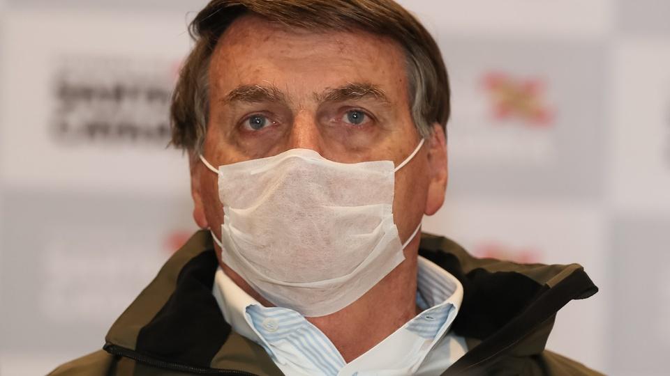 """Jair Bolsonaro: """"o que o Paulo Guedes está propondo não é CPMF"""", Bolsonaro com máscara"""