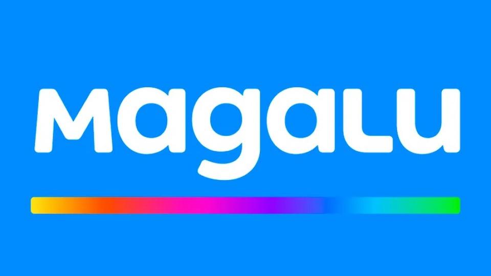 vagas de emprego Magazine Luiza: a imagem é um fundo azul com a logo Magalu em branco e uma faixa com várias cores embaixo