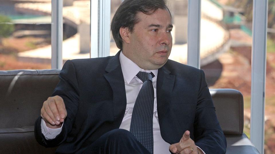 Maia diz que apoia que salários de deputados sofram reduções, Rodrigo Maia