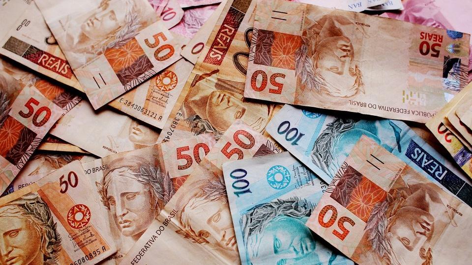 Ministério da Economia prevê déficit de quase R$ 800 bilhões, cédulas de reais