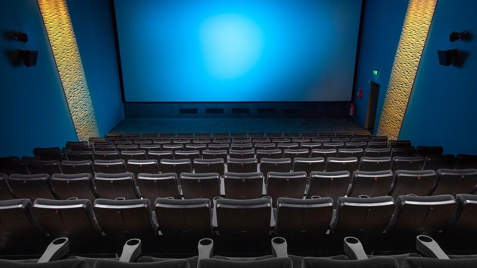 Ministério da Economia se diz a favor da extinção da meia-entrada, sala de cinema