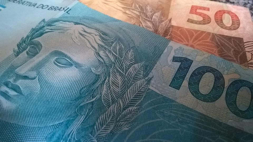 MP do saque do FGTS perderá valor, mas Caixa nega fim dos pagamentos, cédulas de reais