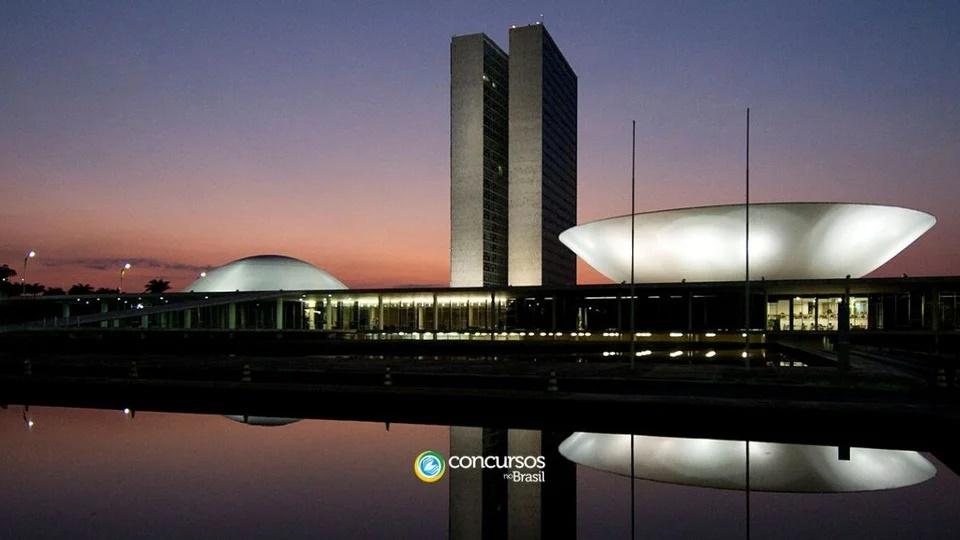 Concursos previstos na LOA 2021: panorama do Congresso Nacional. A foto foi registrado em período noturno