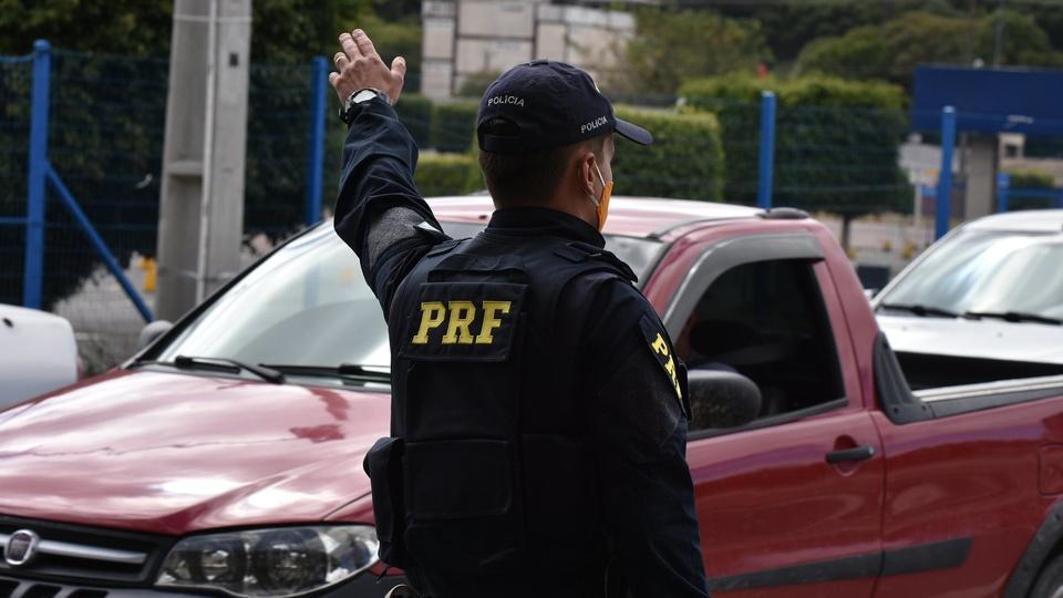 O que faz um Policial Rodoviário Federal, policial rodoviário federal em serviço
