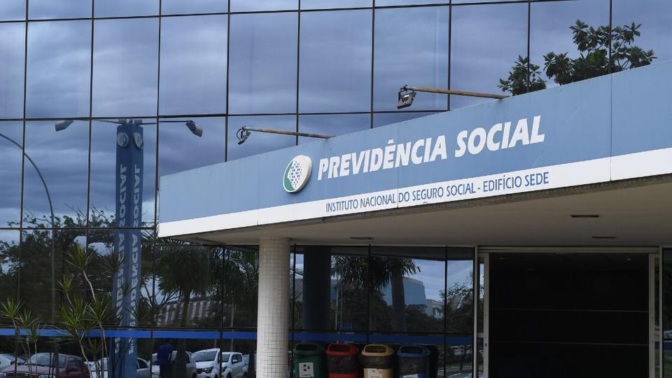 Regras de empréstimos a aposentados e pensionistas: fachada de uma das sedes do INSS