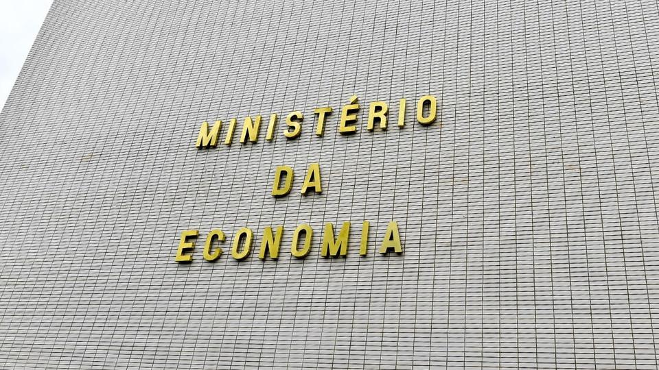 PIB pode cair até 10% no 2º trimestre e ocasionar recessão no Brasil: fachada do Ministério da Economia