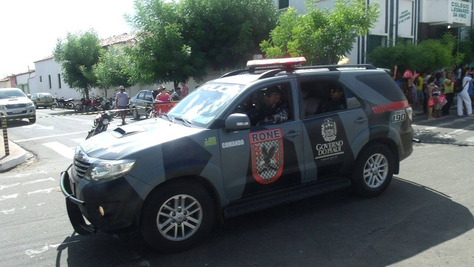 processo seletivo Polícia Militar do Piauí (PM - PI):A IMAGEM MOSTRA UMA VIATURA DA POLÍCIA MILITAR DO PIAUÍ
