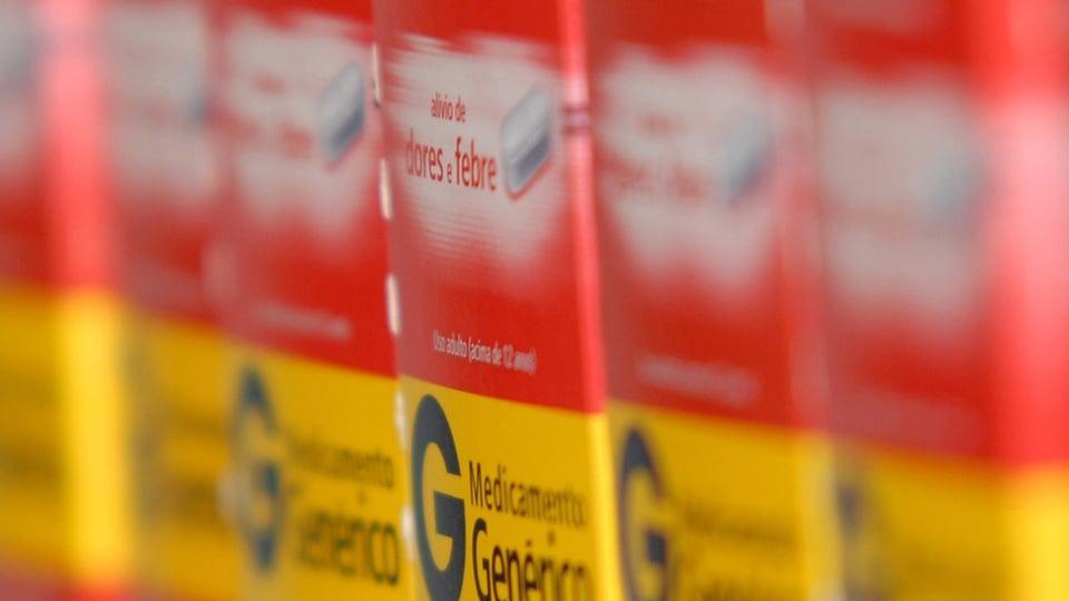 """Governo quer extinguir Farmácia Popular: enquadramento fechado em medicamentos genéricos. Nas embalagens, é possível ler """"medicamento genérico"""""""