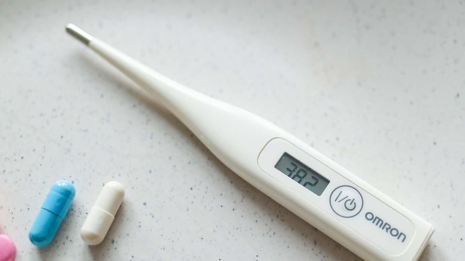 Prefeitura de Cacequi: imagem de um termômetro e cápsulas de medicamentos