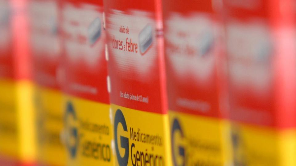 """Prefeitura de Carlinda: enquadramento fechado em medicamentos genéricos. Nas embalagens, é possível ler """"medicamento genérico"""""""
