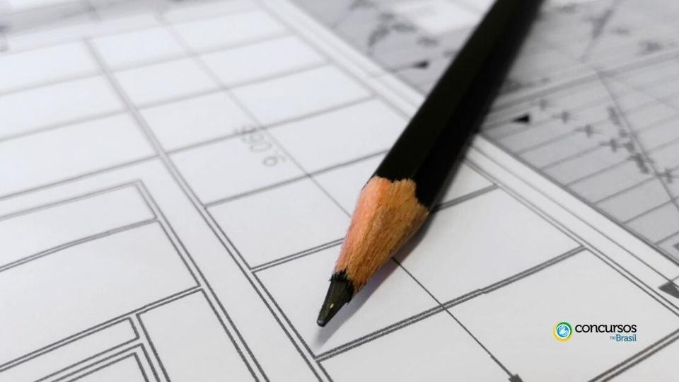 Prefeitura de itapemirim: imagem mostra lápis sobre papel quadriculado