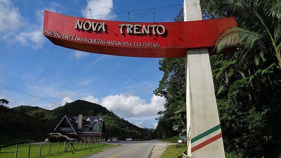 Prefeitura de Nova Trento: #PraCegoVer a foto mostra Pórtico na entrada de Nova Trento, em Santa Catarina, Brasil.