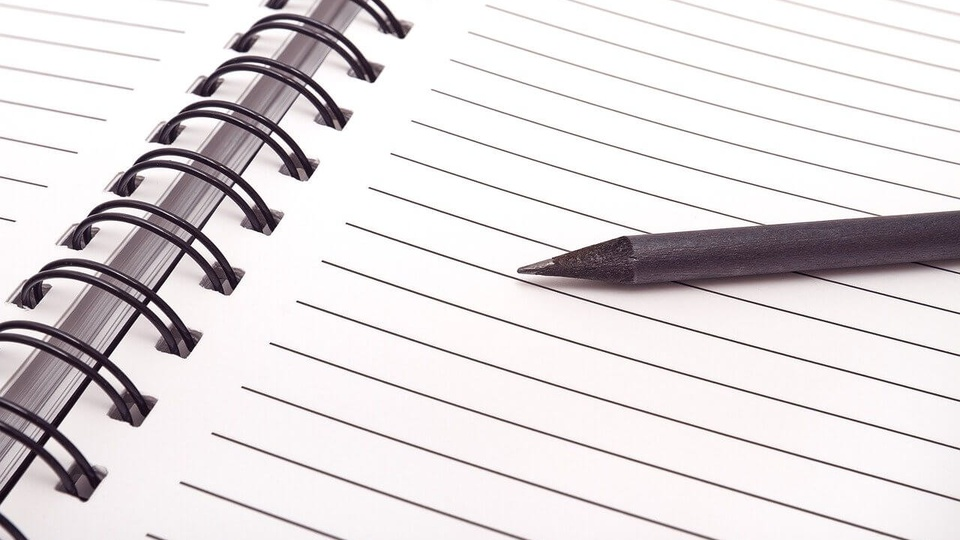 Prefeitura de Serafina Corrêa: a imagem mostra lápis sobre caderno