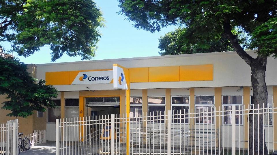 Magazine Luiza e Amazon estão interessadas nos Correios: Fachada da Agência da Empresa Brasileira de Correios e Telégrafos (ECT) no Centro de Coronel Fabriciano, Minas Gerais, Brasil