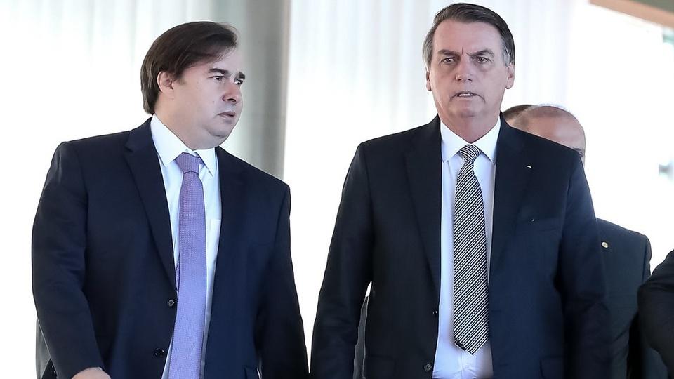Privatizações: a imagem mostra o presidente bolsonaro ao lado de Rodrigo Maia