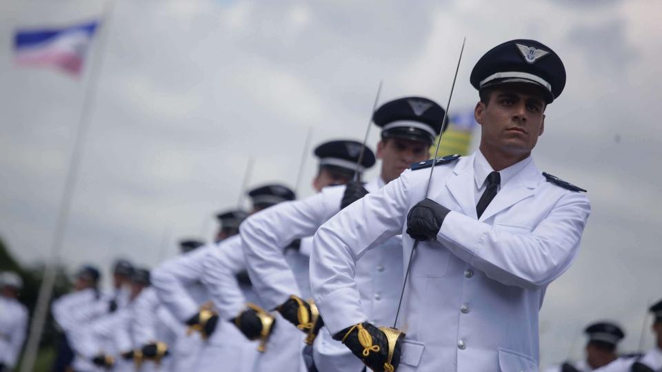Processo seletivo Aeronáutica: militares da força aérea em formação