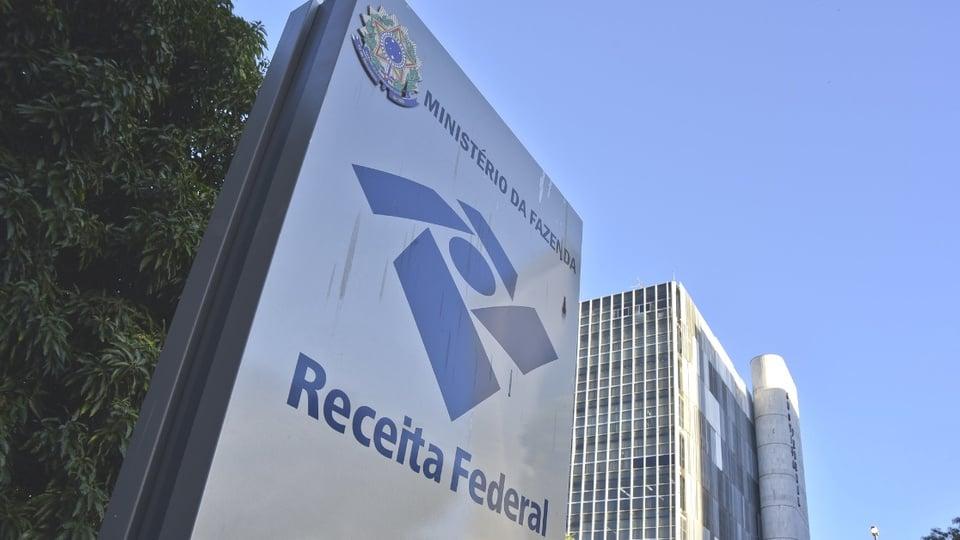 Processo seletivo Delegacia da Receita Federal em Sorocaba - SP: placa que fica na entrada da Receita Federal