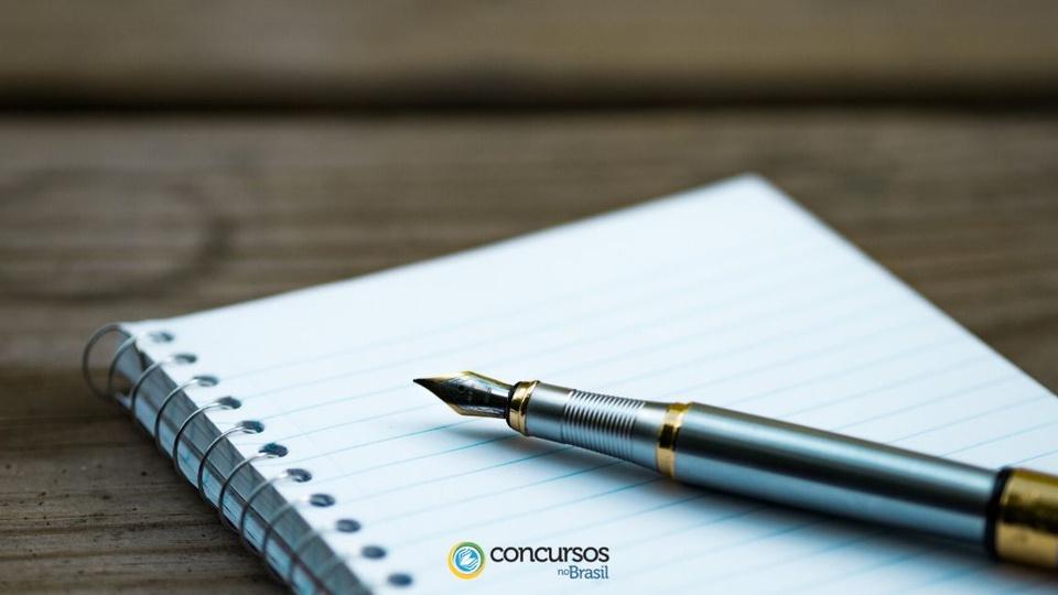 Processo seletivo Prefeitura de Alto Alegre dos Parecis - RO: a foto mostra caneta e caderno
