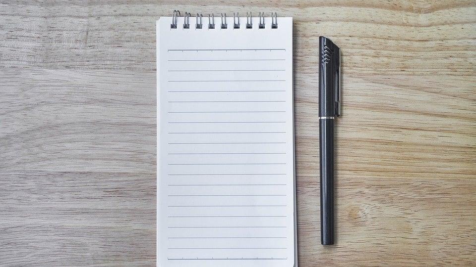 Processo seletivo Prefeitura de Catuípe: bloco de anotação com caneta ao lado