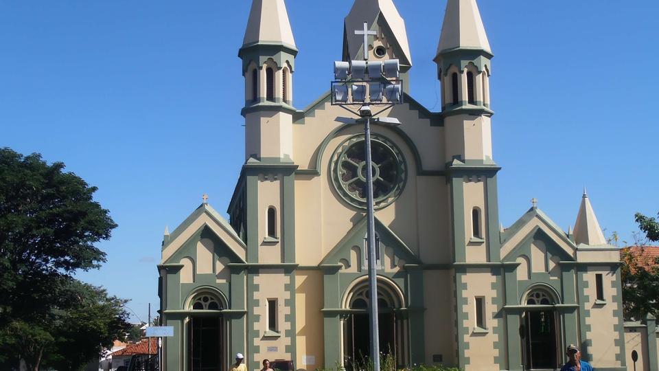 Processo seletivo Prefeitura de Curvelo - MG: imagem da frente da basílica de São Geraldo