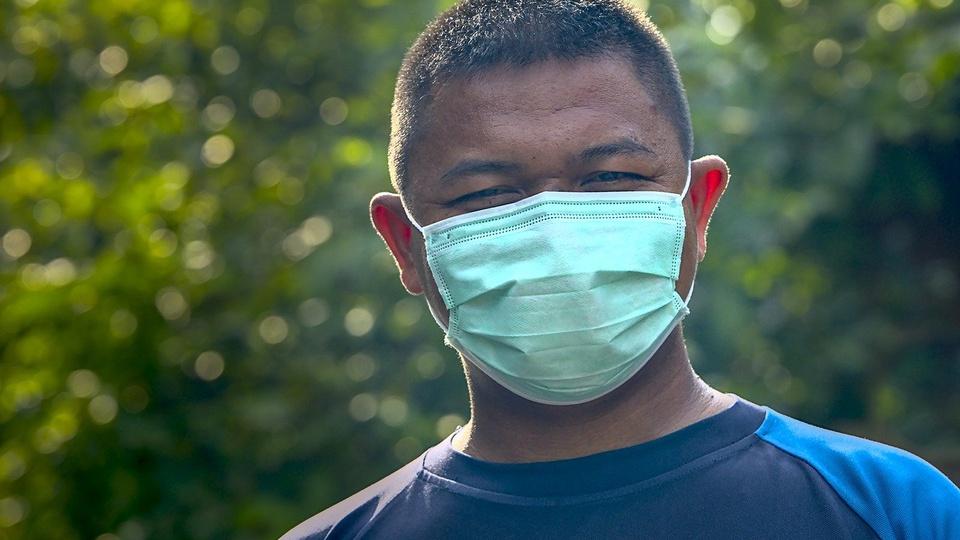 Processo seletivo Prefeitura de Ortigueira - PR: homem usa máscara cirúrgica