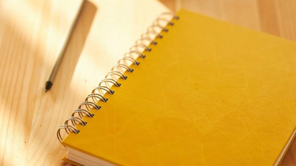 Processo seletivo Prefeitura de Pajeú do Piauí - PI: a imagem mostra lápis ao lado de caderno de capa amarela