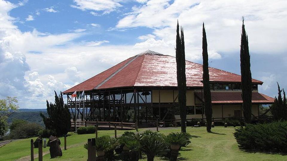 Processo seletivo Reserva do Iguaçu: a foto mostra a vista da frente do Museu Regiona do Iguaçu, localizado na cidade de Reserva do Iguaçu