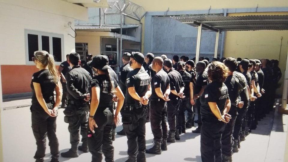 Processo seletivo Sejus ES 2021: edital e inscrições - a foto mostra inspetores penitenciários da sejus es
