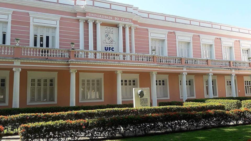 processo seletivo UFC: fachada do prédio da reitoria da Universidade Federal do Ceará