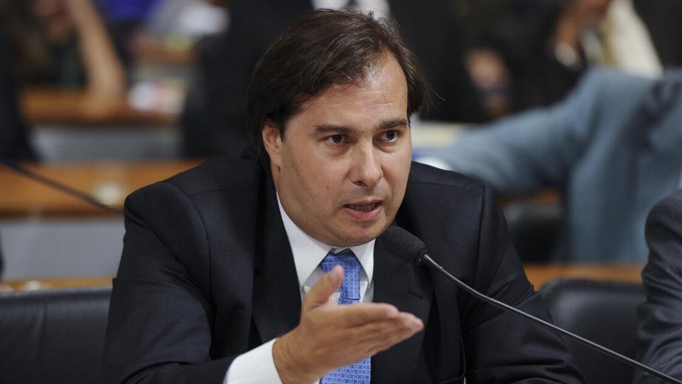 Maia diz que produtividade não é palavra que existe no serviço público: Rodrigo Maia em pronunciamento