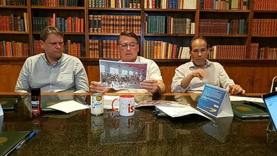 Prorrogação do auxílio emergencial quebraria o Brasil: Bolsonaro durante sua live semanal