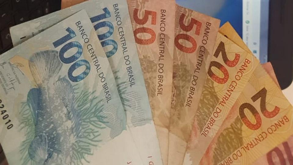 Renda Brasil: imagem mostra leque de notas de 50, 20 e 10 reais