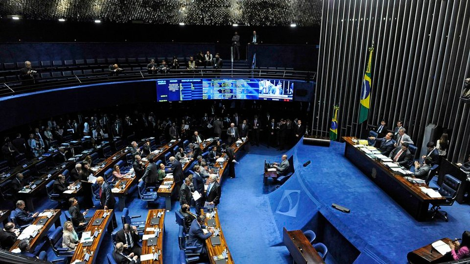 Senadores querem ampliar auxílio emergencial, plenário do Senado