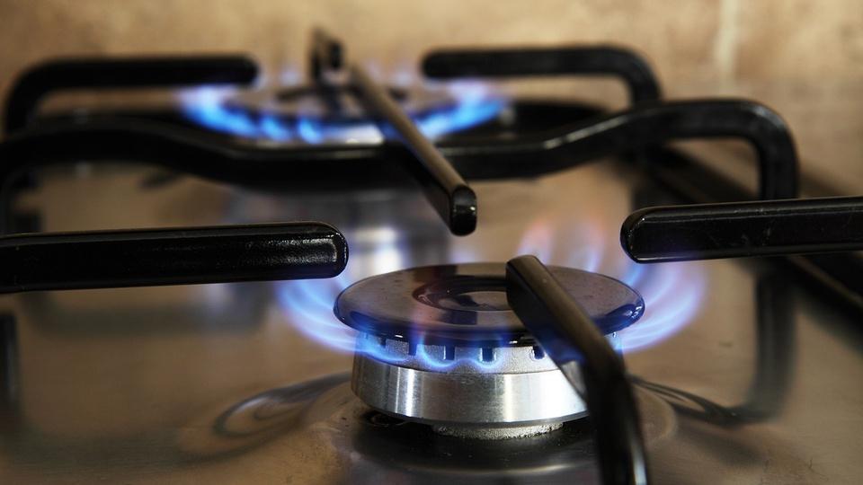 Tarifa social de gás para Bolsa Família: chama ligada de fogão